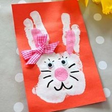 idée créative carte lapin Pâques empreinte main enfant