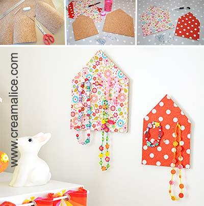 diy porte bijoux maison pour les petites filles coquettes. Black Bedroom Furniture Sets. Home Design Ideas