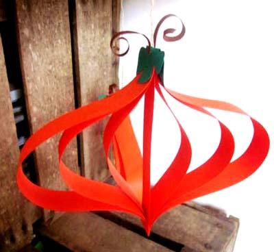 Diy suspension d co citrouille d 39 halloween en bandelettes de papier - Citrouille halloween en papier ...