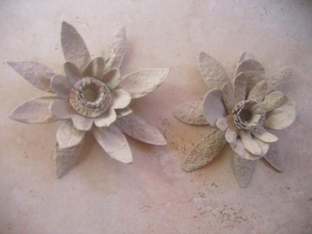 diy guirlande lumineuse r cup de fleurs en carton. Black Bedroom Furniture Sets. Home Design Ideas