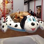 Chien-piscine (bûches) Jeff Koons