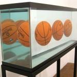 Aquarium avec 3 ballons en parfait équilibre Jeff Koons