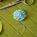 diy couture customisation coussin yoyos coeur