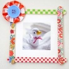 bricolage enfants spécial fête des mères pour réaliser des petits cadres déco en masking tape