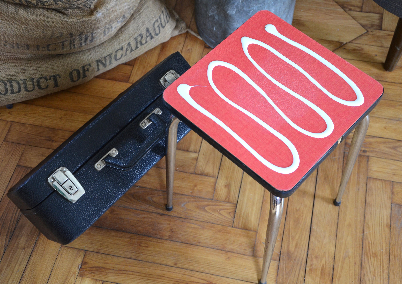 diy chevet r cup avec une vieille valise. Black Bedroom Furniture Sets. Home Design Ideas