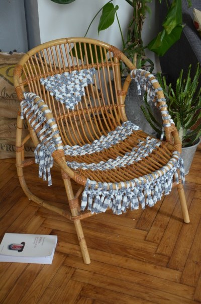 diy tissage fauteuil vintage avec du trapilho. Black Bedroom Furniture Sets. Home Design Ideas